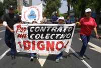 Marcha de bomberos por la ciudad de México en demanda de un contrato colectivo digno, en julio de 2003