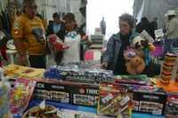 """El """"gobierno legítimo"""" organizó un bazar con motivo del Día de Reyes, en San Luis Potosí 70, colonia Roma"""