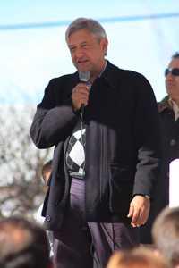 """El """"presidente legítimo"""" Andrés Manuel López Obrador durante su gira de trabajo por Sonora"""