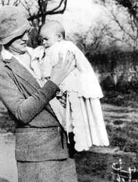Celia de la Serna y su hijo Ernesto Guevara, en Rosario, Argentina, en imagen de 1928