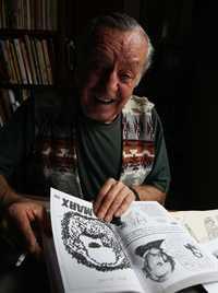 El maestro Eduardo del Río, Rius en su casa-estudio de Tepoztlán, Morelos