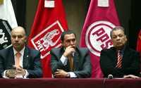 CÓNCLAVE. Alejandro Chanona, Manuel Carbonel y Alberto Anaya escuchan a Antonio Martínez, durante una conferencia de integrantes de la coalición Salvemos a México, en el Club de Periodistas