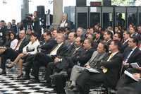 COLOQUIO EN CHAPULTEPEC. Legisladores escuchan a los participantes en la primera sesión del foro económico México ante la crisis: ¿qué hacer para crecer?, que organiza el Senado