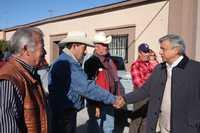 Andrés Manuel López Obrador saluda a simpatizantes, ayer durante la gira del tabasqueño por municipios del estado de Sonora