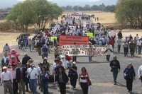 Aspecto de la marcha que ayer se efectuó en Teotihuacán