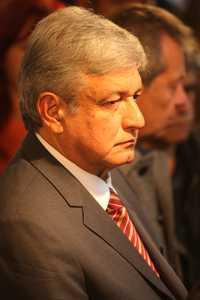 Andrés Manuel López Obrador durante el mitin del pasado día 3 frente a la Secretaría de Hacienda