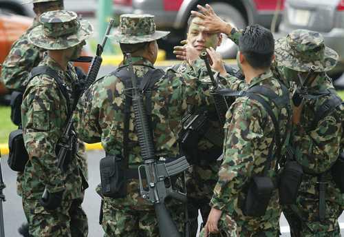 Almirante Saynez pasa Revista al Contingente del 16 de septiembre 2011. 009n2pol-1