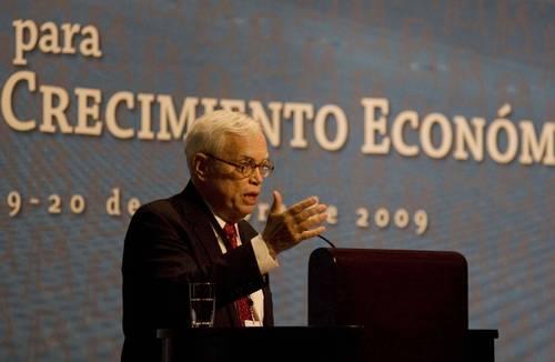 James J. Heckman, Nobel de Economía 2000, durante su participación en el foro organizado por el Banco de México. Foto de La Jornada
