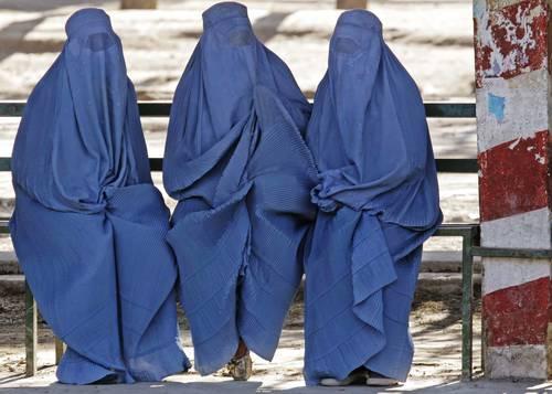 Ingen jävel ska bestämma hur kvinnor ska klä sig! 025o1cap-1