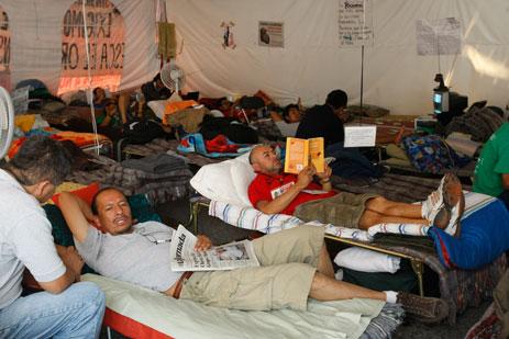 trabajadores del SME en huelga de hambre en el zocalo del D.F.