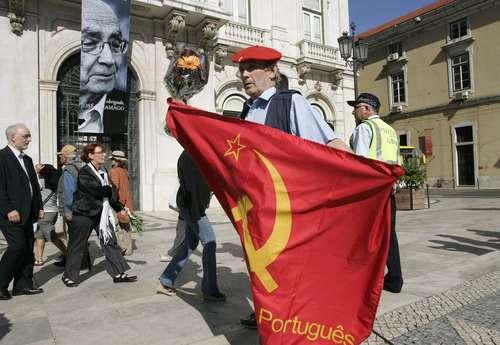 http://www.jornada.unam.mx/2010/06/20/fotos/a08n1cul-1.jpg