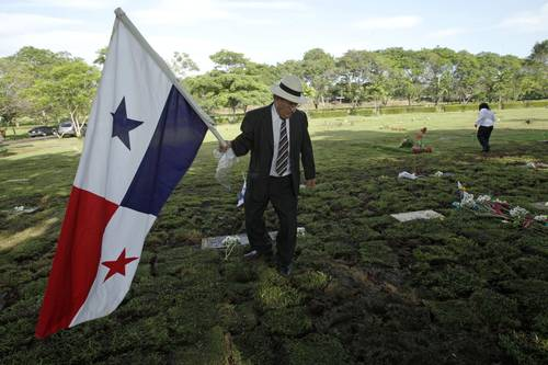 La jornada al grito de prohibido olvidar honran en panam for Cementerio jardin de paz panama