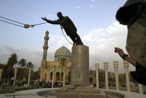 El derribo de estatuas, todo un símbolo del cambio de la historia