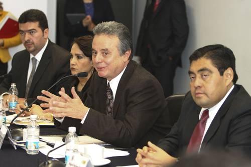 El secretario de Energ  237 a  Pedro Joaqu  237 n Coldwell  sostuvo una    El Secretario Andrea Nieto