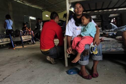 Pese a las amenazas, 270 <b>centroamericanos</b> siguen camino hacia el norte ...