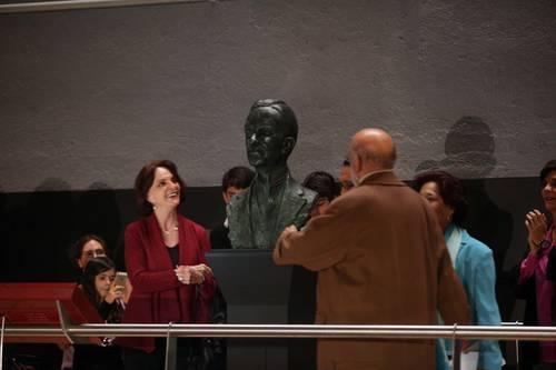 Develan busto de Manuel Gamio y abren muestra conmemorativa
