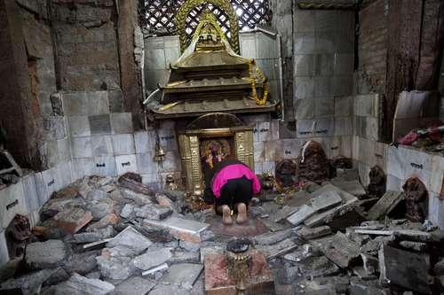 Ya son más de 4 mil muertos en Nepal; escasez de agua y comida