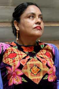 ¿Cómo enseñar una cultura?, clama la poeta zapoteca Natalia Toledo