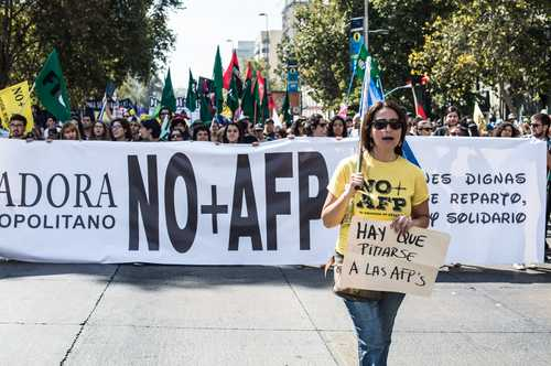 Exigen chilenos poner fin a las Administradoras de Fondos de Pensión 027n1mun-1