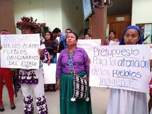 Denuncian indígenas saqueo y marginación