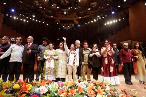 Honran a Carlos Montemayor con un caudal de nuevas voces de América La afroantillana Maryse Condé gana el premio Nobel de Literatura alternativo Lanzan el libro La llama; reúne obras creadas ''en estado de emerge