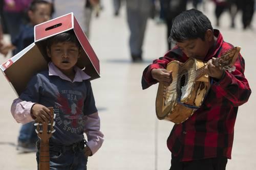 Hay más niños que adultos pobres en México: OCDE