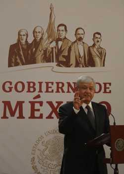 ▲ El presidente Andrés Manuel López Obrador durante la firma del decreto para conocer la verdad en el caso Ayotzinapa.Foto Carlos Ramos Mamahua