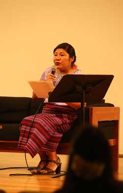 Poeta mixe pide incluir audios en los libros en lenguas indígenas
