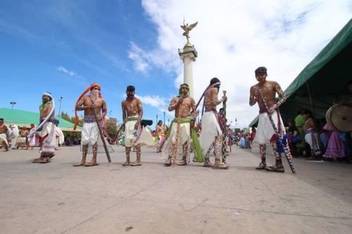 Con la danza de pintos y fariseos, los rarámuris celebran Semana Santa