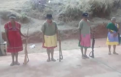Mujeres nahuas, víctimas de bandas criminales, también toman las armas