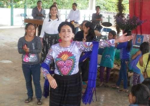 Ofelia Medina llama a respetar los acuerdos de San Andrés