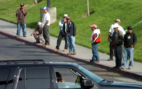 Ingresos de migrantes en EU duplican los de empleados mexicanos