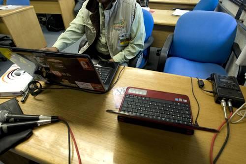 Suberjercicios y austeridad ahorcan a radios comunitarias