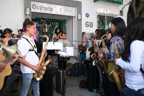 Exigen justicia para música atacada con ácido en Oaxaca