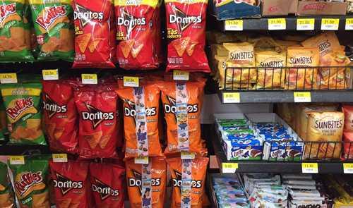 Firmas de alimentos procesados aprovechan la pandemia para distribuir productos chatarra<br>