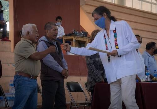 <br>Presentan la Universidad Autónoma Comunal de Oaxaca; tendrá 15 centros
