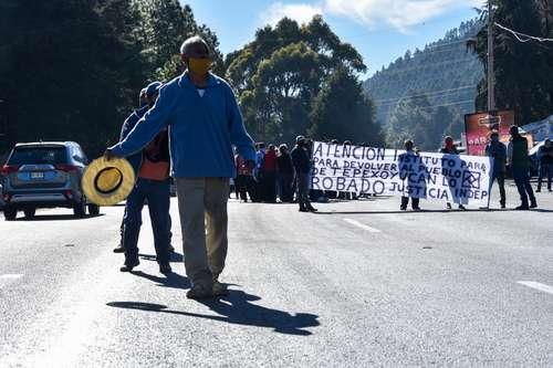<br>Exigen indemnización por tierras para el tren a Toluca