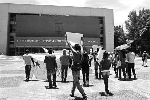 En San Lázaro, documentos de posible corrupción en la Uabjo