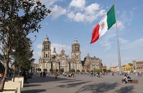 Este año, la Ciudad de México será la Capital Iberoamericana de las Culturas. En la imagen, una vista del Zócalo capitalino.