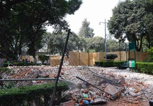 Integrantes de la asociación civil Amigos del Parque Rosendo Arnaiz acusaron a las autoridades de Benito Juárez y del gobierno de la ciudad de destruir 80 años de tradición.