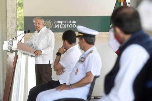 El gobierno de Andrés Manuel López Obrador, quien ayer estuvo en el puerto de Manzanillo, está echado para adelante y multiplicando retos.