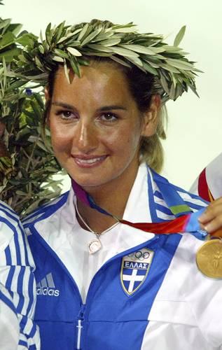 La ex velerista griega reveló que las agresiones las sufrió después de participar en unas pruebas en los Olímpicos de Síndey 2000 por parte de un importante integrante de la Federación de su disciplina, quien aún sigue en activo.