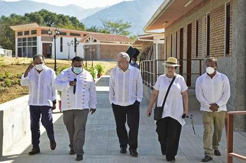 El presidente Andrés Manuel López Obrador en la inauguración, ayer, de la sede de la Universidad para el Bienestar Benito Juárez García, en Juan R. Escobedo, Guerrero.