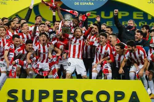 Tras seis años, el Athletic de Bilbao alzó de nuevo el cetro de la Supercopa al imponerse en el estadio La Cartuja al Barcelona. Luego de 120 minutos de intenso juego, llegó el explosivo festejo del equipo vasco.