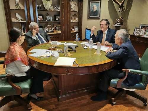 El mandatario mexicano conversó vía telefónica con el demócrata, con quien trató también el tema de la migración.