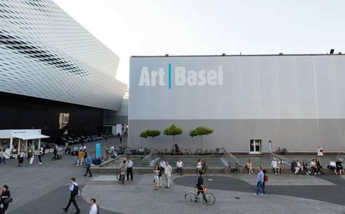 La realización de la muestra internacional Art Basel, programada para junio, se pospuso debido al impacto que ha tenido la pandemia de Covid-19 y a las restricciones de viaje que hay en el mundo, informaron los organizadores. La exhibición en Basilea se celebrará ahora del 23 al 26 de septiembre. (Con información de Sputnik.)