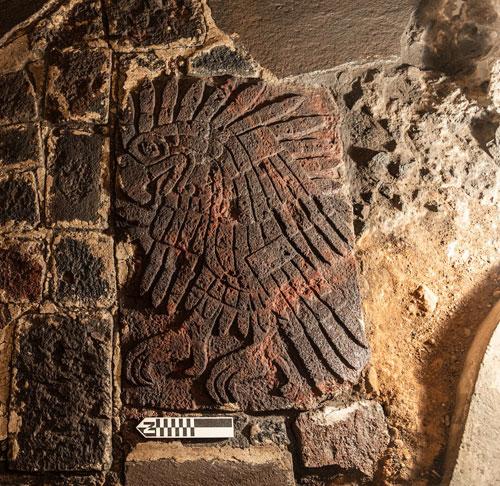 Presenta la SC el bajorrelieve de águila real encontrado en el Templo Mayor
