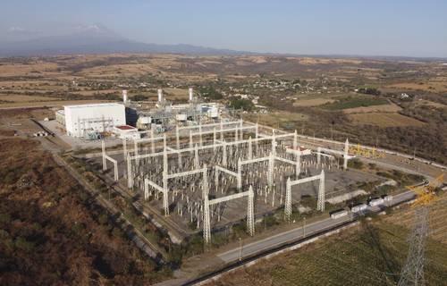 El mercado paralelo de venta de energía, mediante la simulación de autoabasto, afecta las finanzas de la CFE, denuncia la empresa.