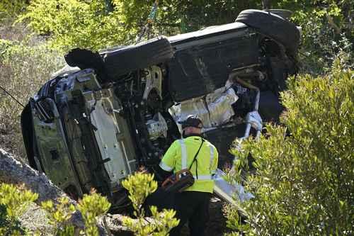 Así quedó el vehículo de Tiger Woods, quien debió ser extraído de la unidad por el parabrisas con la ayuda de herramientas hidráulicas.