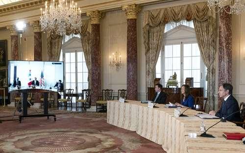 Antony Blinken (primero de derecha a izquierda), en la sala Benjamin Franklin del Departamento de Estado, durante el diálogo con Ebrard.